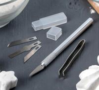 Набор инструментов для украшения кондитерских изделий: держатель, 4 насадки, щипцы